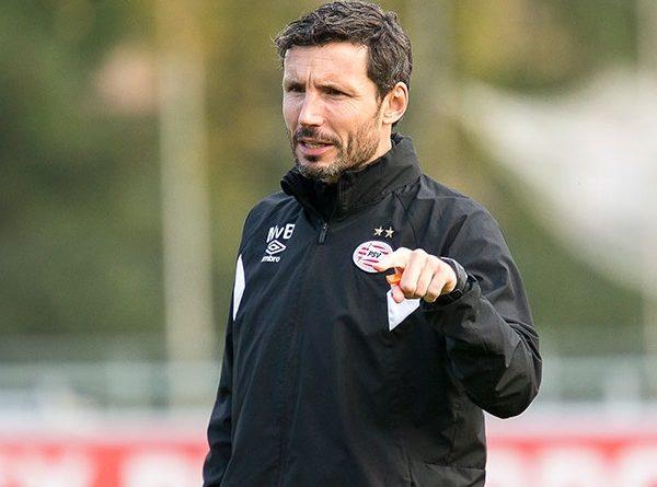 Van Bommel: PSV Seharusnya Lolos Jika...