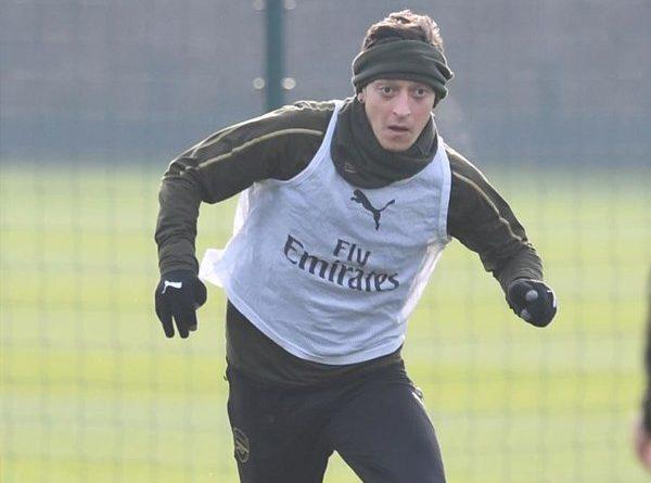 Wow! Emery Sebut Ozil Tidak Pantas Berada di Arsenal
